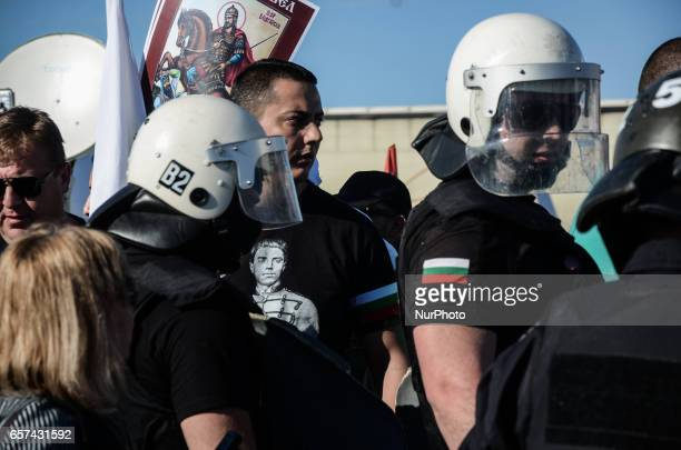 BulgarianTurks people are trying to cross the BulgarianTurkish border of Kapitan Andreevo while the Nationalists clash with them and the Gendarmerie...