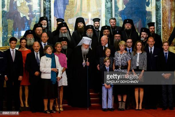 Bulgaria's exKing and former Prime Minister Simeon SaxeCoburgGotha his wife Margarita Gomez Acebo and the Bulgarian Royal Family pose with Bulgaria's...