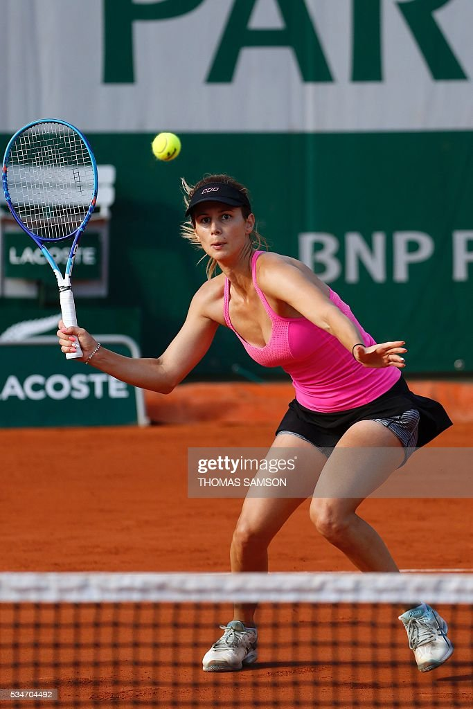 Bulgaria's Tsvetana Pironkova returns the ball to the US's Sloane Stephens during their women's third round match at the Roland Garros 2016 French Tennis Open in Paris on May 27, 2016. / AFP / Thomas SAMSON