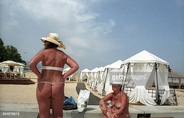 Bulgarien Varna Russische Touristen sonnen sich am 'Goldenen Strand' Frauen mit Sonnenbrand 2006