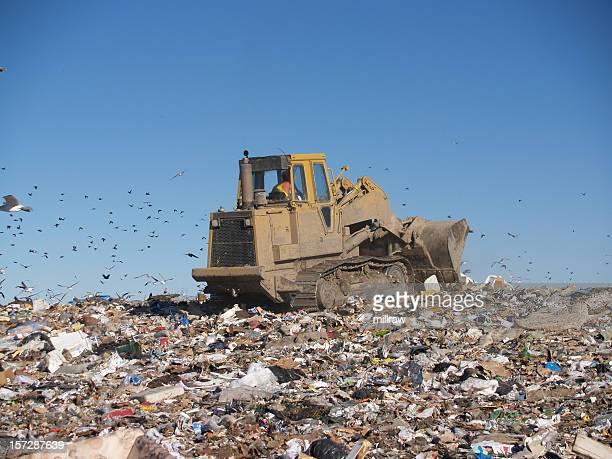 ブルドーザーに海のゴミ