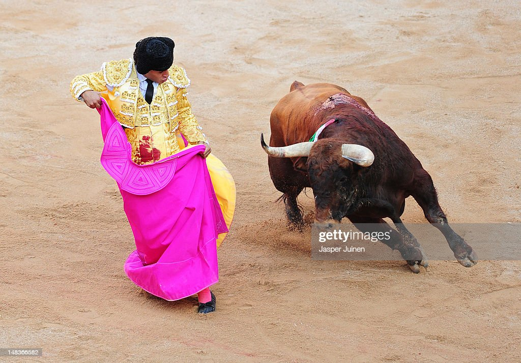 Bullfighter David Mora of Spain performs with an El Pilar fighting bull during a bullfight on the fourth day of the San Fermin running-of-the-bulls on July 10, 2012 in Pamplona, Spain.