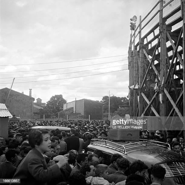 Bullfighting In Carcassonne Carcassonne des corridas ont été organisées Le public se presse contre les arènes pour entrer les automobiles peinent à...