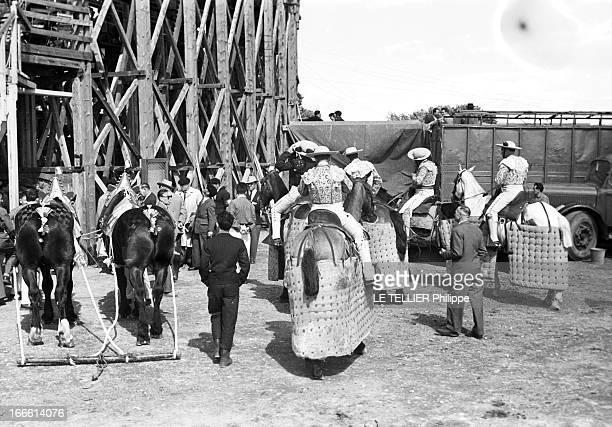 Bullfighting In Carcassonne Carcassonne des corridas ont été organisées Les picadors montent les chevaux et s'apprêtent à entrer dans les arènes...