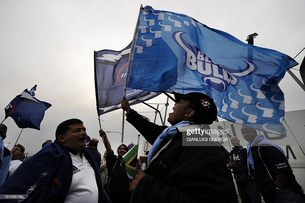 Bulls and Stormers supporters wave flags