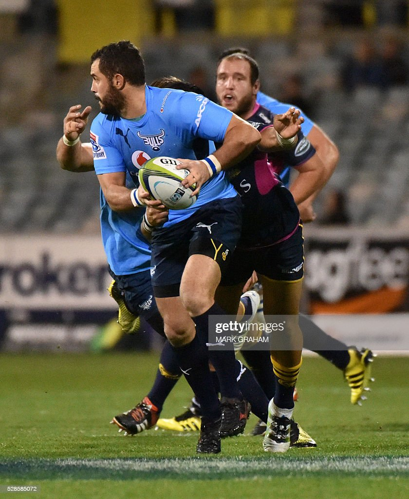 Bulls player Francois Brummer is tackled during the Super Rugby match between the ACT Brumbies and South Africa's Northern Bulls in Canberra on May 06, 2016. / AFP / MARK