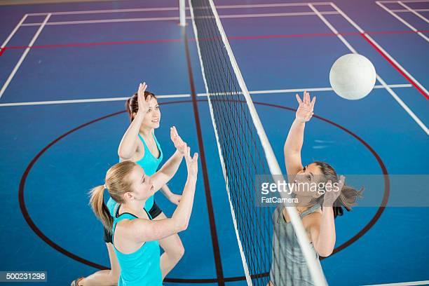 Aver sobbalzato la palla sopra la rete
