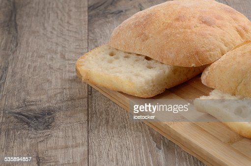 Bun on cut board : Bildbanksbilder