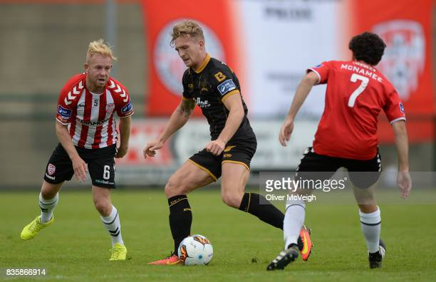 Buncrana Ireland 20 August 2017 John Mountney of Dundalk in action against Nicky Low and Barry McNamee of Derry City during the SSE Airtricity League...