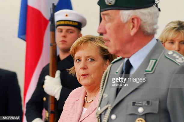Bundeskanzlerin Angela Merkel anlässlich des Empfang des Präsidenten von Panama mit militärischen Ehren in Berlin