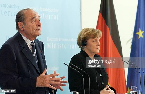 Bundeskanzlerin Angela Merkel und der französische Staatspräsident Jaques Chirac während einer Pressekonferenz anlässlich anlässlich des Treffens des...
