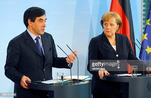 Bundeskanzlerin Angela Merkel und Premierminister Francois Fillon während einer gemeinsamen Pressekonferenz anlässlich seines Besuches in Berlin