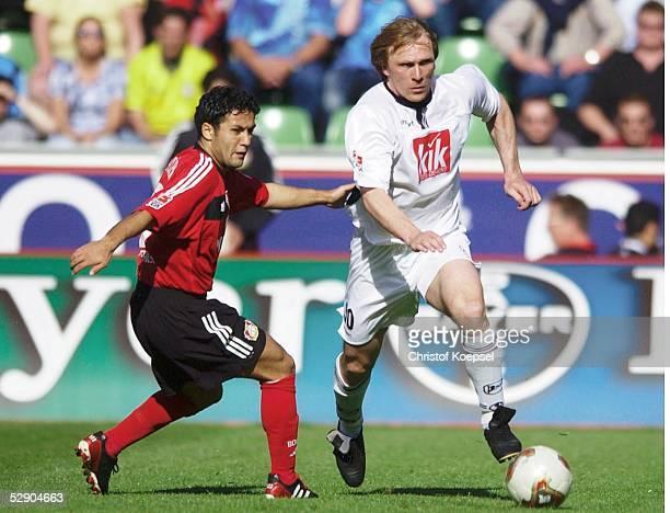 1 Bundesliga 02/03 Leverkusen Bayer 04 Leverkusen Arminia Bielefeld Yildiray BASTUERK/Leverkusen Ansgar BRINKMANN/Bielefeld