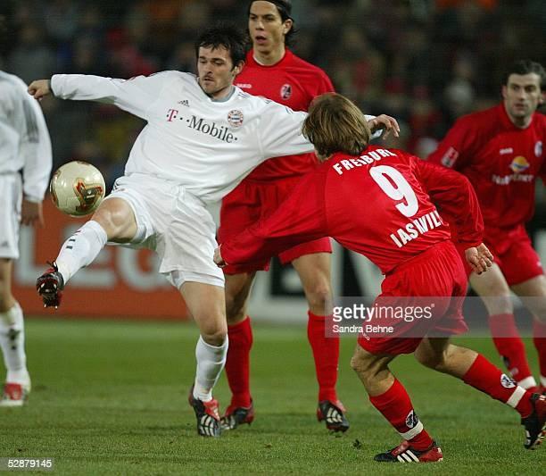 1 Bundesliga 03/04 Freiburg SC Freiburg FC Bayern Muenchen 06 vl Willy SAGNOL/BAYERN Alexander IASHVILI/REIBURG