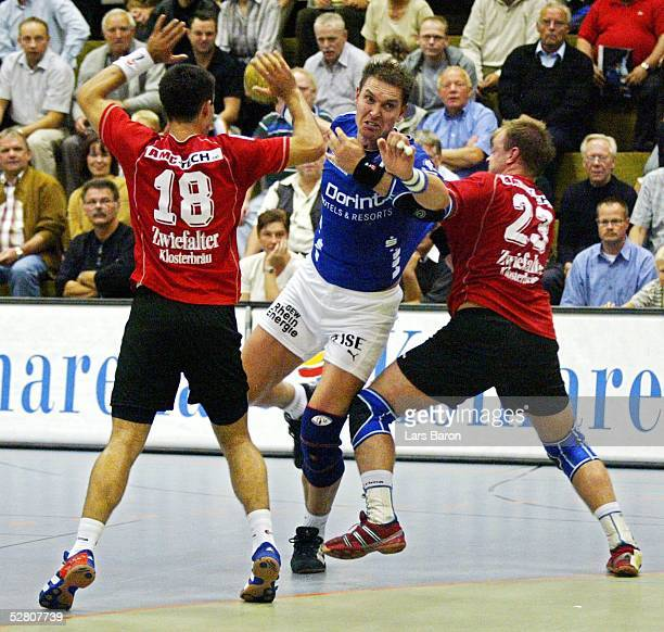 1 Bundesliga 03/04 Gummersbach VFL Gummersbach VFL Pfullingen Vladimir TEMELKOV/Pfullingen Mark DRAGUNSKI/VFL Markus KRAUTHOFF/Pfullingen