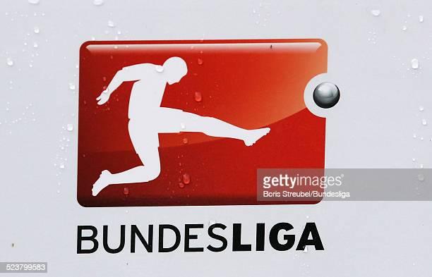 Bundesliga Logo auf der Ballstehle vor dem Bundesligaspiel zwischen dem VfL Wolfsburg und FC Schalke 04 in der Volkswagen Arena am 17 August 2013 in...