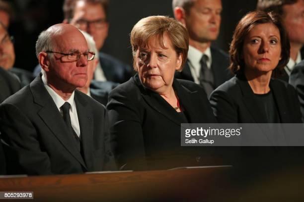 Bundestag President Norbert Lammert German Chancellor Angela Merkel and Bundesrat President Malu Dreyer attend a requiem for fomer German Chancellor...