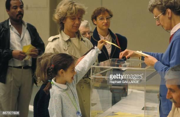 Bureau de vote lors du referendum sur le traite de Maastricht le 20 septembre 1992 a Prais France