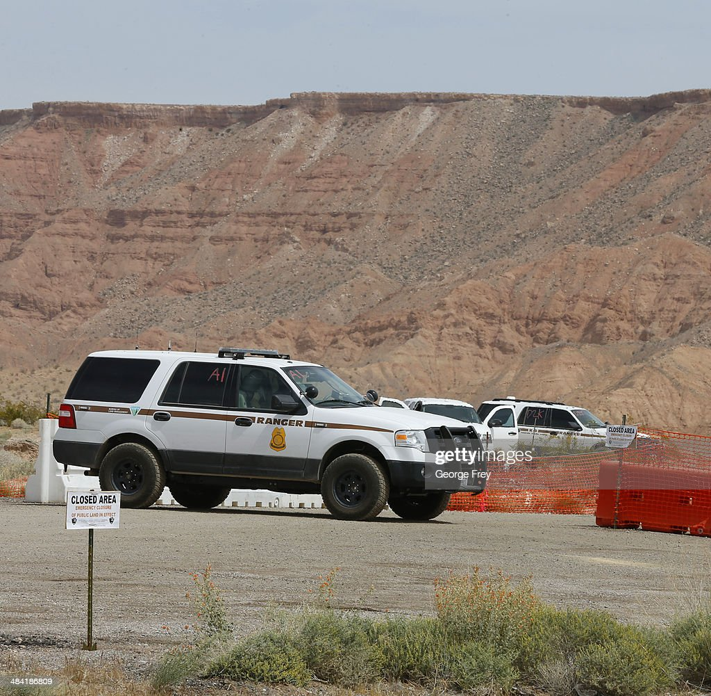 Bureau of Land Management federal officers set up command center along I-15 on April 11, 2014 west of Mesquite, Nevada. Bureau of Land Management officials are rounding up Cliven Bundy's cattle, he has been locked in a dispute with the BLM for a couple of decades over grazing rights. (Photo by George Frey/Getty Images