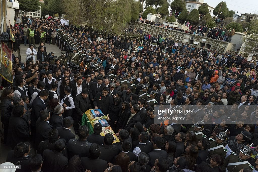 Burial of Deputy Minister Rodolfo Illanes at General Cemetery in La Paz Bolivia on August 28 2016 Deputy Minister of the interior was murdered late...