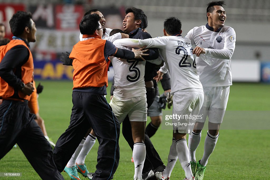Buriram United team players celebrate after advanced to the round of 16 after the AFC Champions League Group E match between FC Seoul and Buriram United at Seoul World Cup Stadium on May 1, 2013 in Seoul, South Korea.
