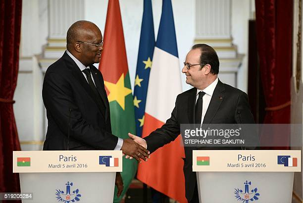 Burkina Faso's President Roch Marc Christian Kabore shakes hands withFrench President Francois Hollande prior to give a press conference following...