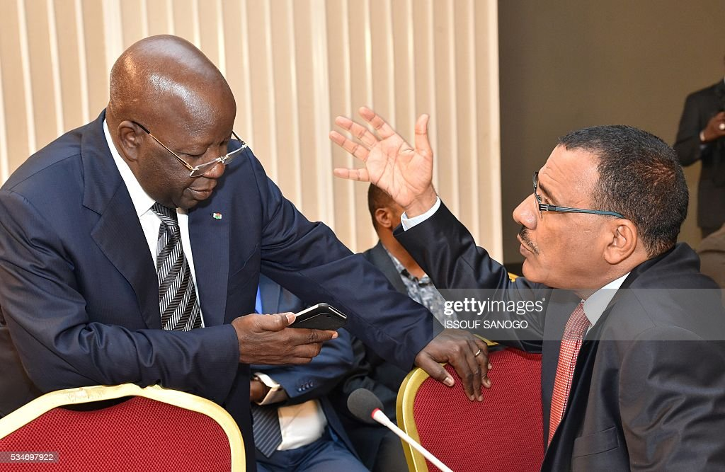 Burkina Faso's Security and Interior Minister Simon Compaore (L) and Niger's Interior Minister Mohamed Bazoum (R) attends a security meeting of the ministers of Security Defence and Security of the West African Economic and Monetary Union zone (UEMOA) in Abidjan on May 27, 2016. / AFP / ISSOUF