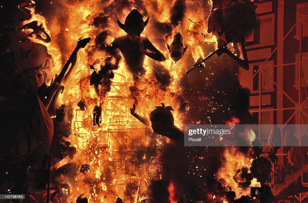Burning of Falla street art display in Valencia : Photo