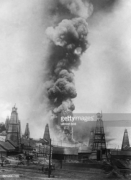 Burning oil field in Baku around 1905