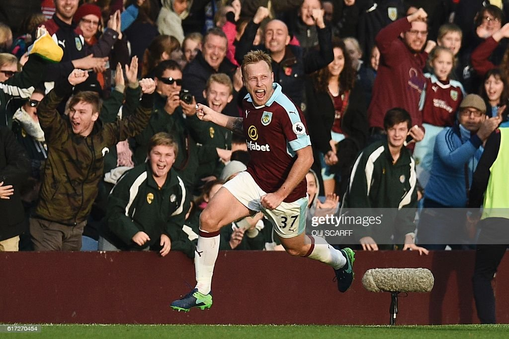 Burnley's Scottish midfielder Scott Arfield celebrates scoring their second goal during the English Premier League football match between Burnley and Everton at Turf Moor in Burnley, north west England on October 22, 2016. / AFP / OLI SCARFF / RESTRICTED TO EDITORIAL USE. No use with unauthorized audio, video, data, fixture lists, club/league logos or 'live' services. Online in-match use limited to 75 images, no video emulation. No use in betting, games or single club/league/player publications. /