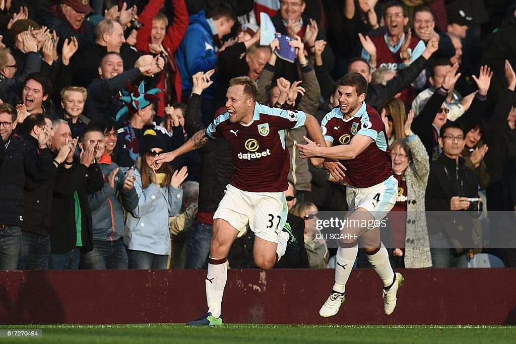 Burnley's Scottish midfielder Scott Arfield (L) celebrates scoring their second goal during the English Premier League football match between Burnley and Everton at Turf Moor in Burnley, north west England on October 22, 2016. / AFP / OLI SCARFF / RESTRICTED TO EDITORIAL USE. No use with unauthorized audio, video, data, fixture lists, club/league logos or 'live' services. Online in-match use limited to 75 images, no video emulation. No use in betting, games or single club/league/player publications. /