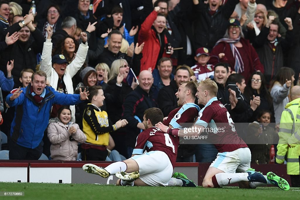 Burnley's Scottish midfielder Scott Arfield (C) celebrates scoring their second goal during the English Premier League football match between Burnley and Everton at Turf Moor in Burnley, north west England on October 22, 2016. / AFP / OLI SCARFF / RESTRICTED TO EDITORIAL USE. No use with unauthorized audio, video, data, fixture lists, club/league logos or 'live' services. Online in-match use limited to 75 images, no video emulation. No use in betting, games or single club/league/player publications. /
