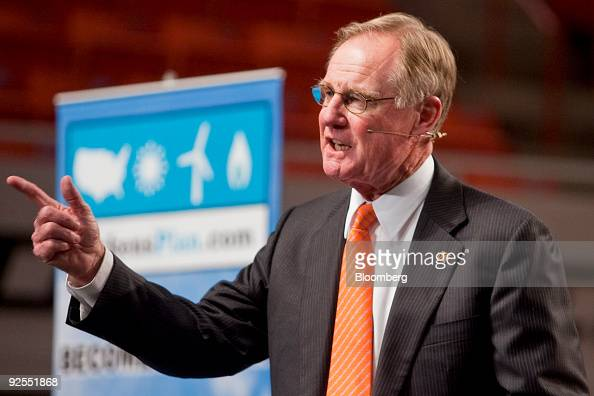 Burns Hargis president of Oklahoma State University introduces billionaire hedgefund manager T Boone Pickens during a town hall meeting at...
