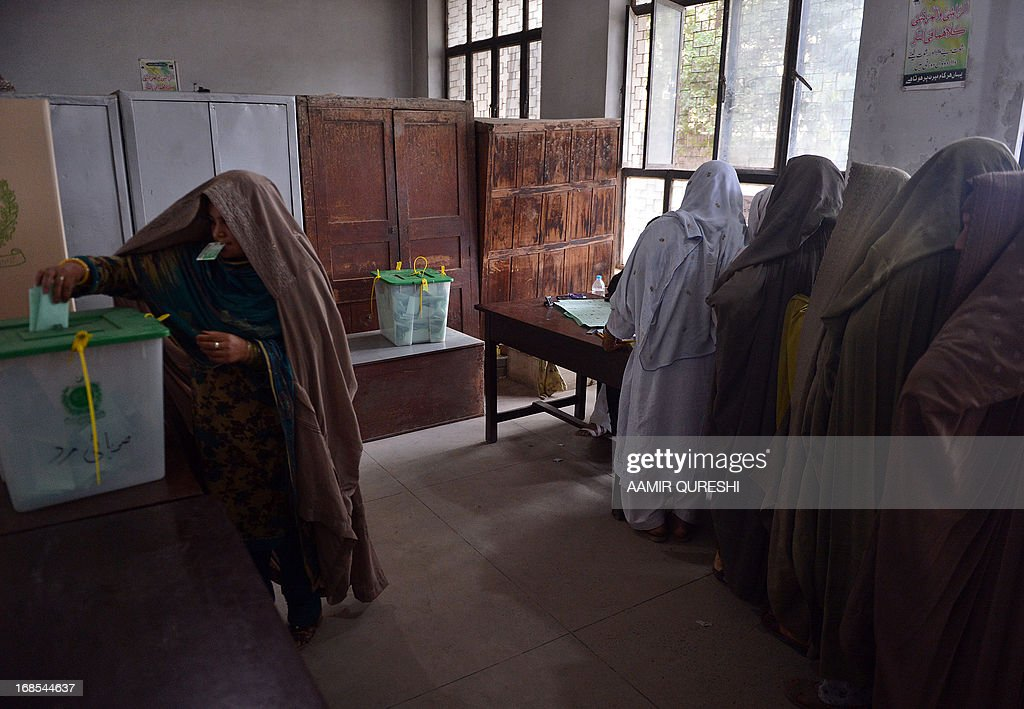 Burqa-clad Pakistani women cast their vote at a polling station in Islamabad on May 11, 2013. Millions of Pakistanis turned out to vote in landmark elections on May 11, defying deadly Taliban attacks to take part in an historic democratic transition for the nuclear-armed state. AFP PHOTO / AAMIR QURESHI