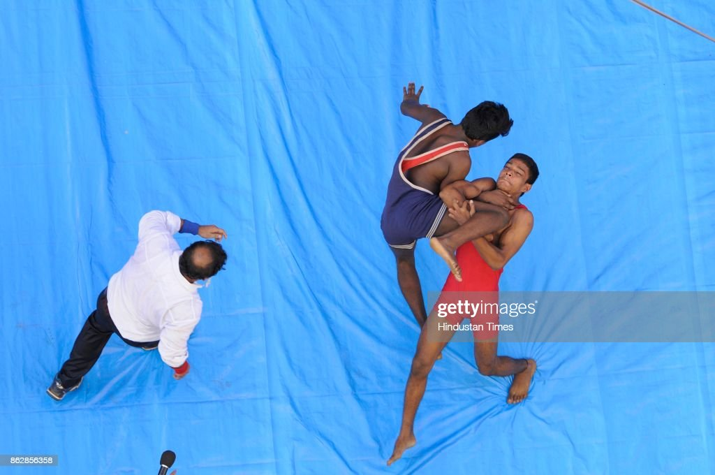 Streetside Wrestling Competition In Kolkata