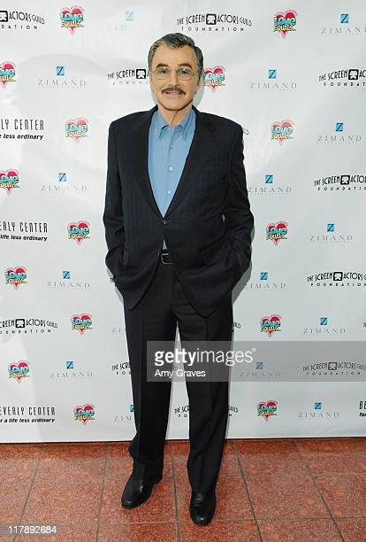 Burt Reynolds during The Screen Actors Guild and Zimand Entertainment Host PrizeWinning Ceremony for LA Children's Love Equals Writing Contest at...