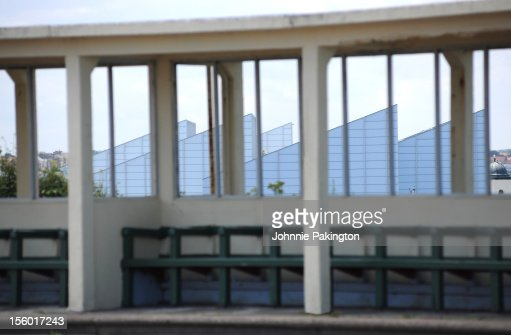 Bus Shelter and Turner Contemporary : Stock Photo