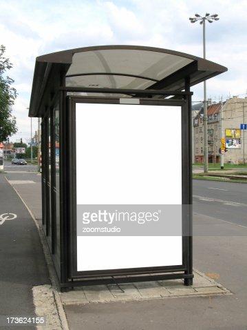 Paragem de Autocarro outdoor na rua em anúncio ] caminho de trabalho