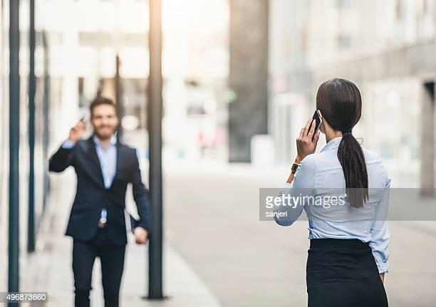Affaires couple de réunion en extérieur