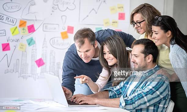 Business Gruppe Arbeiten online