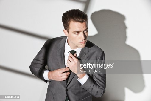 Business man fixing tie : Stockfoto