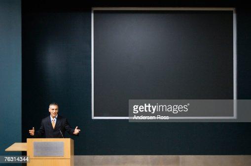 Business man giving speech at podium : Foto de stock