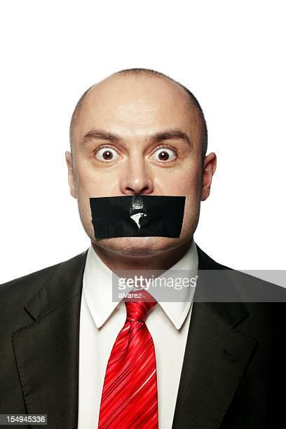 Homme d'affaires avec bande sur la bouche
