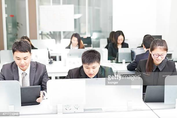 Homme d'affaires travaillant dans le bureau
