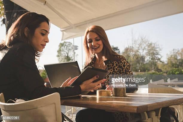 Incontro di lavoro presso il Café-donna