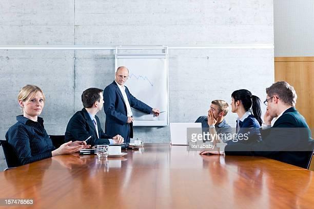 Réunion d'affaires à présentation de mauvais résultats