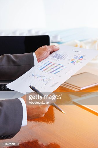 Business meetings, documents, sales analysis, Analysis Results : Foto de stock