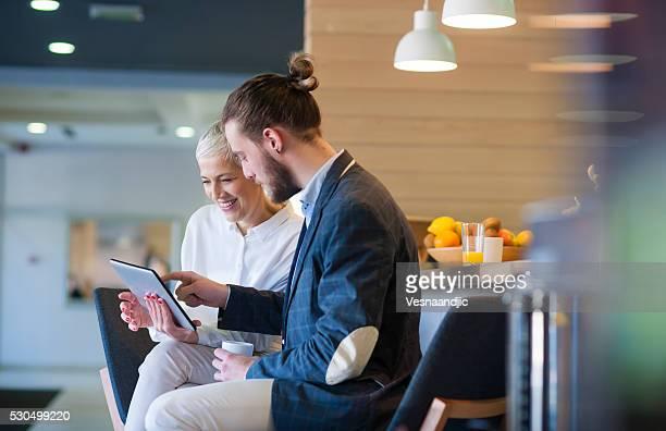 ビジネスの人々のカフェ