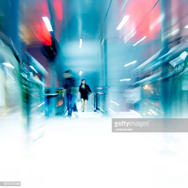 Geschäftsleute Menschenmenge gehen bei bus station