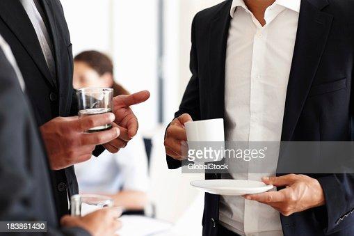 ビジネスの人々のウォーターとコーヒー